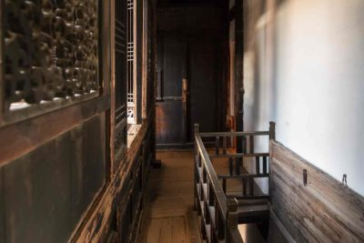 Interior hallway of Yin Yu Tang ©2014 Peabody Essex Museum. Photography by Kathy Tarantola.