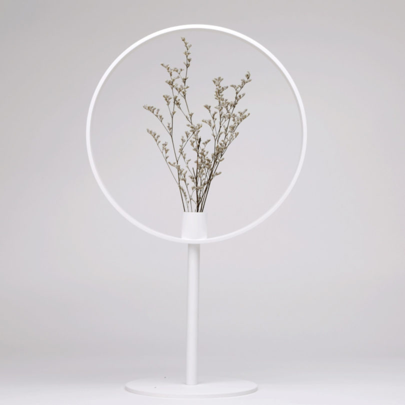 Magnifying Vase by Feng Zhe