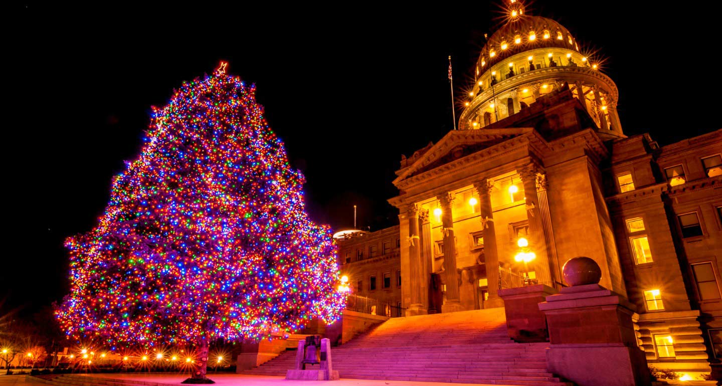 San Antonio Christmas 2020 Pet Friendly Events 11 Holiday Towns and Cities for Pet Friendly Christmas Vacations