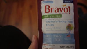 REVIEW: Bravo! Healthy Medleys (All Natural Mariner's Medley Treats for Cats)