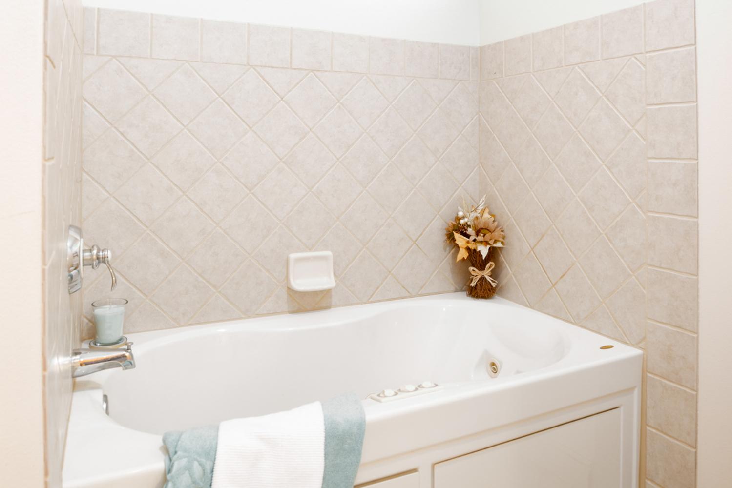 Puu lani main photos 29 master bathroom tub