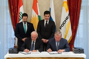 The Minister of Natural Resources for the Kurdistan Regional Government Ashti Hawrami and Rosneft CEO Igor Sechin sign an oil agreement in Saint Petersburg, Russia, on June 2, 2017, as the Kurdish Deputy Prime Minister Qubad Talabani and Prime Minister Nechirvan Barzani look on. Photo courtesy of the Kurdistan Regional Government.