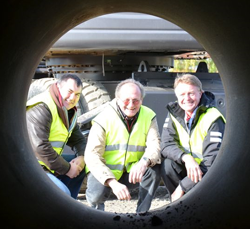 Pipe's eye view: Quereillahc with (left) the late Eddie Powell, Volvo CE – missed, but will always be remembered – and (right) Lars-Inge Larsson, Volvo CE's Oil & Gas solution manager.