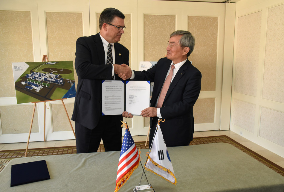 Alaska Gasline Development Corporation President Keith Meyer and Korea Gas Corporation President and CEO Dr. Seung-hoon Lee at the signing of a memorandum of understanding between the two organizations in Washington, D.C. on June 28, 2017. (Photo courtesy of Neshan H. Naltchayan / Alaska Gasline Development Corporation)