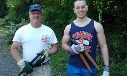 Rensselaer Alumni and Undergraduate Members Clean Grounds