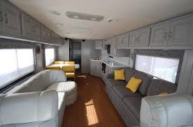RV Renovators image