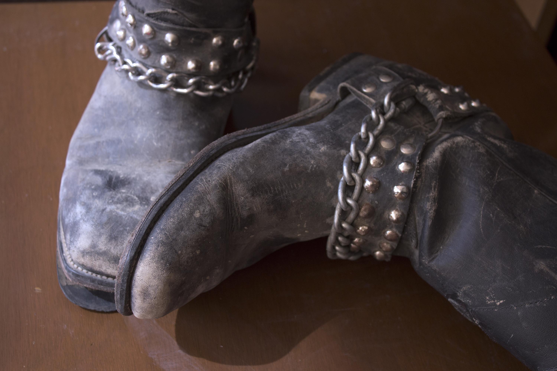 859e02871 Como envelhecer botas de couro