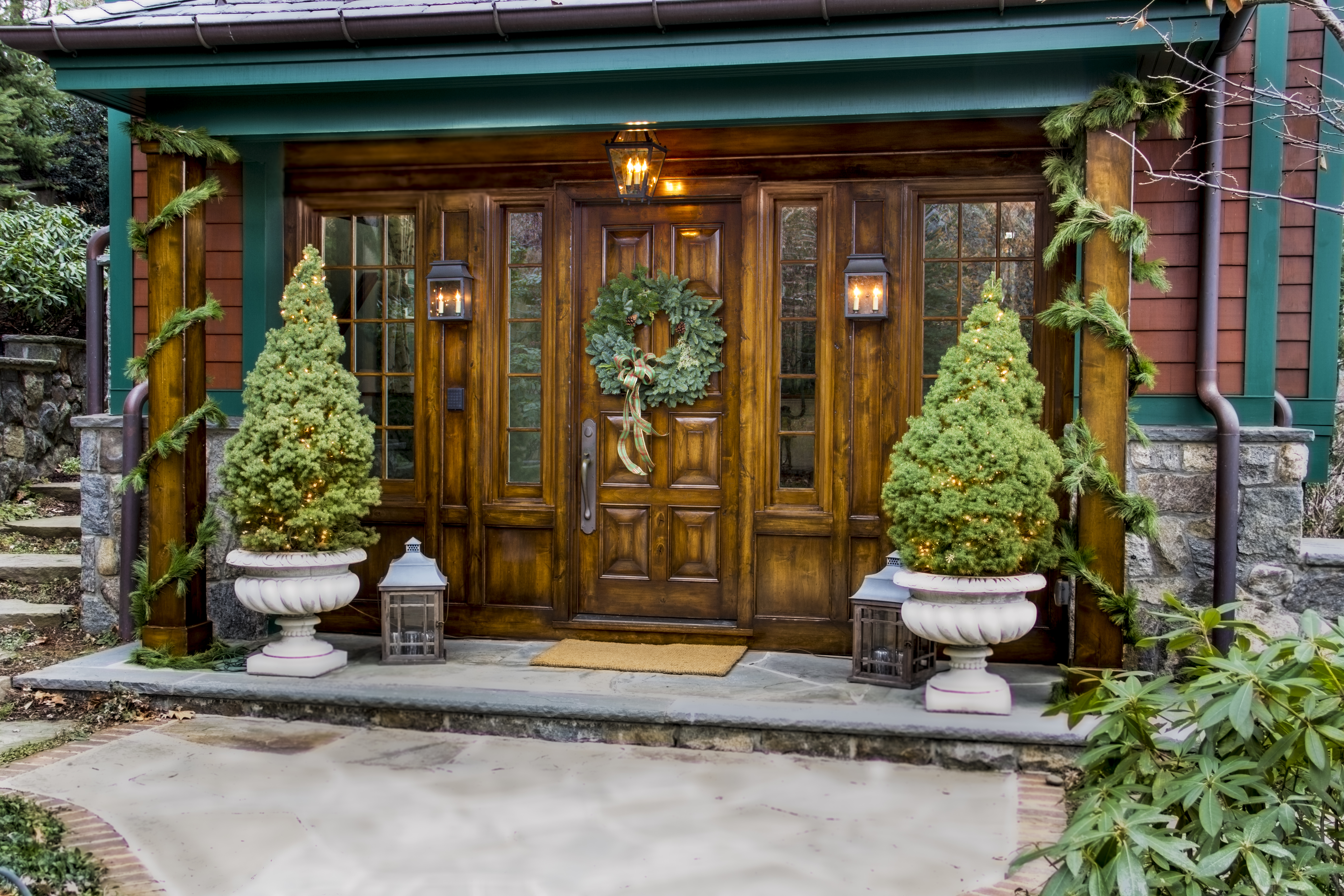 How To Decorate Columns On A Front Porch For Christmas Ehow