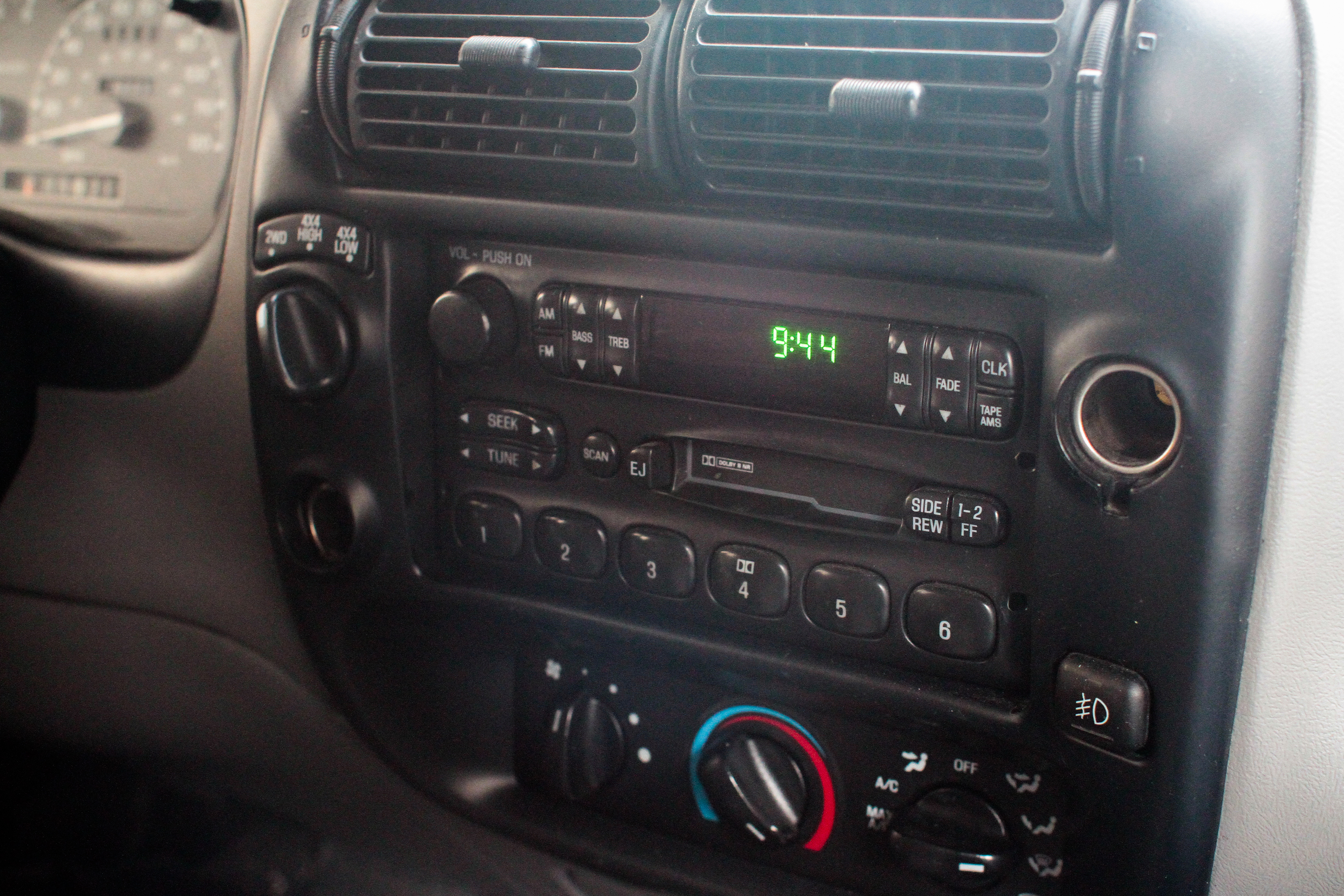 How to Reset the Security Code of a Toyota Factory Stereo