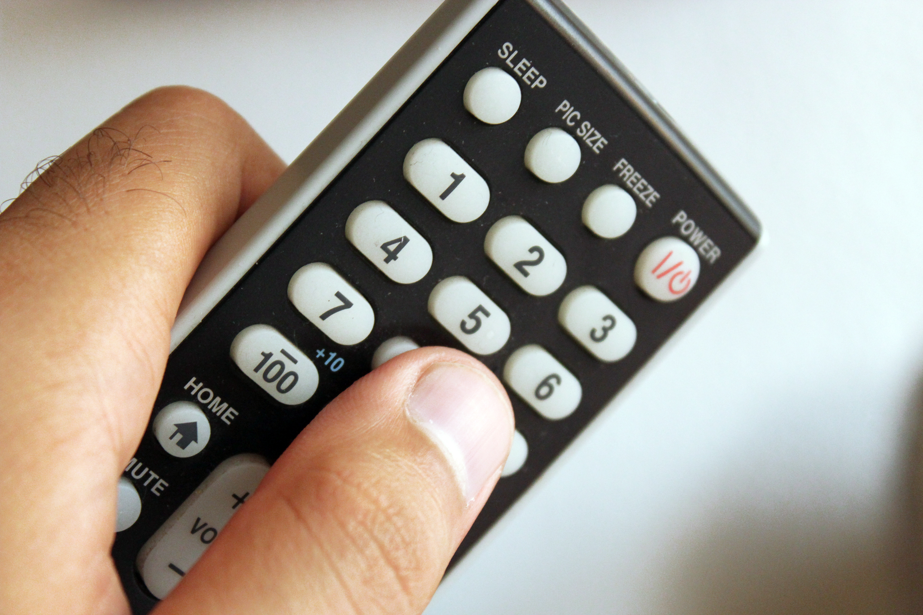 How to Program a Universal Remote to My TV   It Still Works