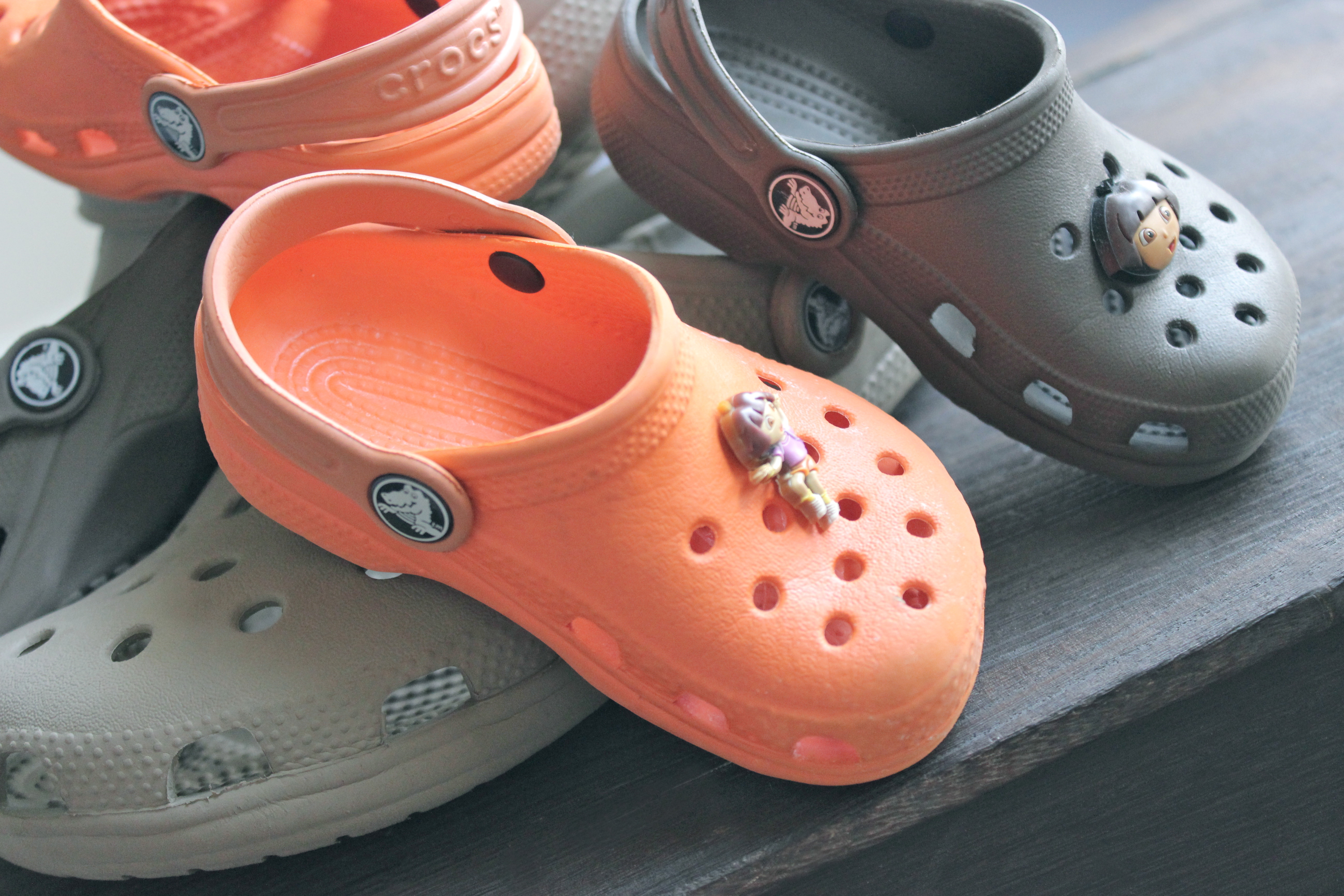 fa072944407 How to Put on Croc Charms