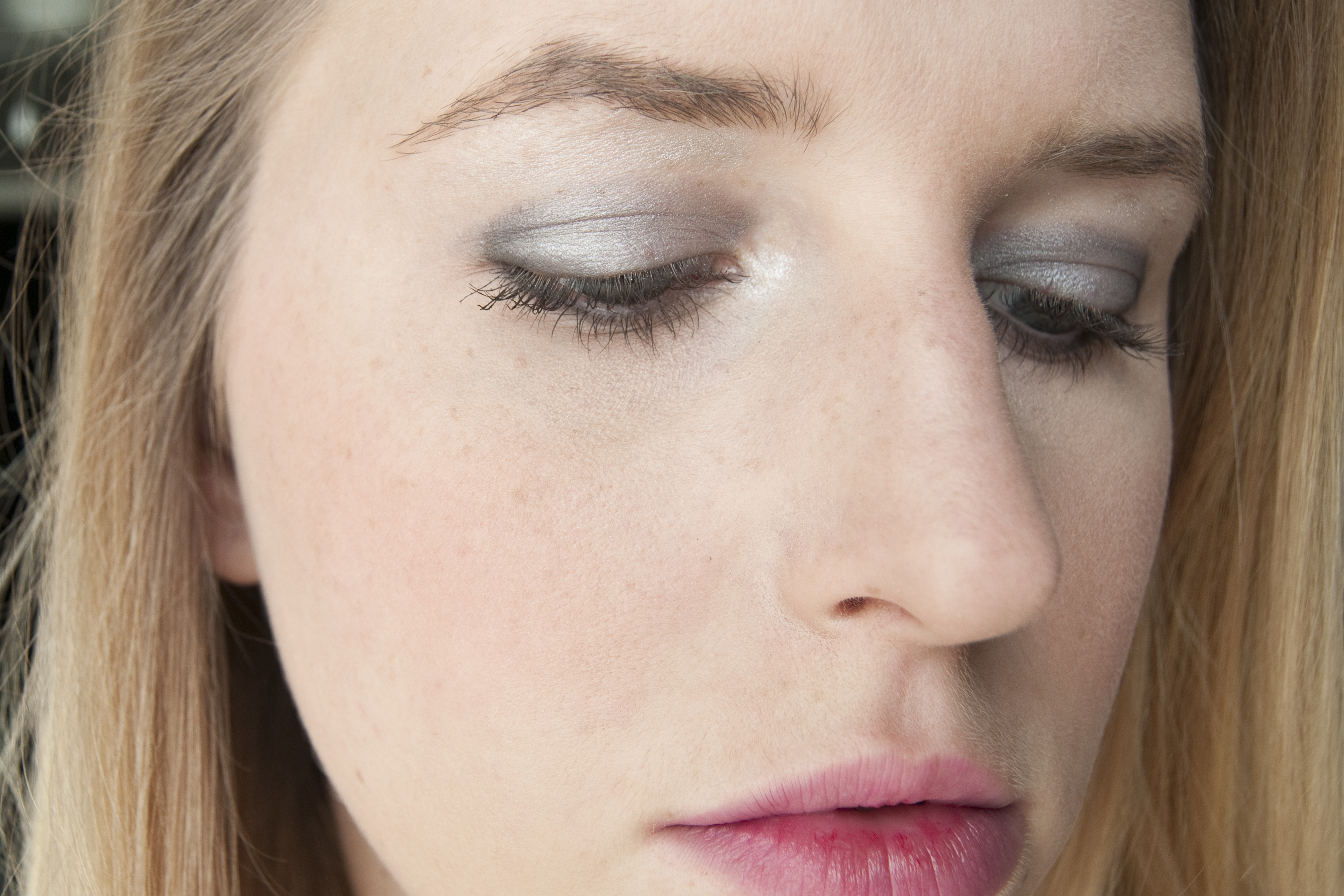 How To Keep Eye Makeup From Smearing Under My Eyes Leaftv