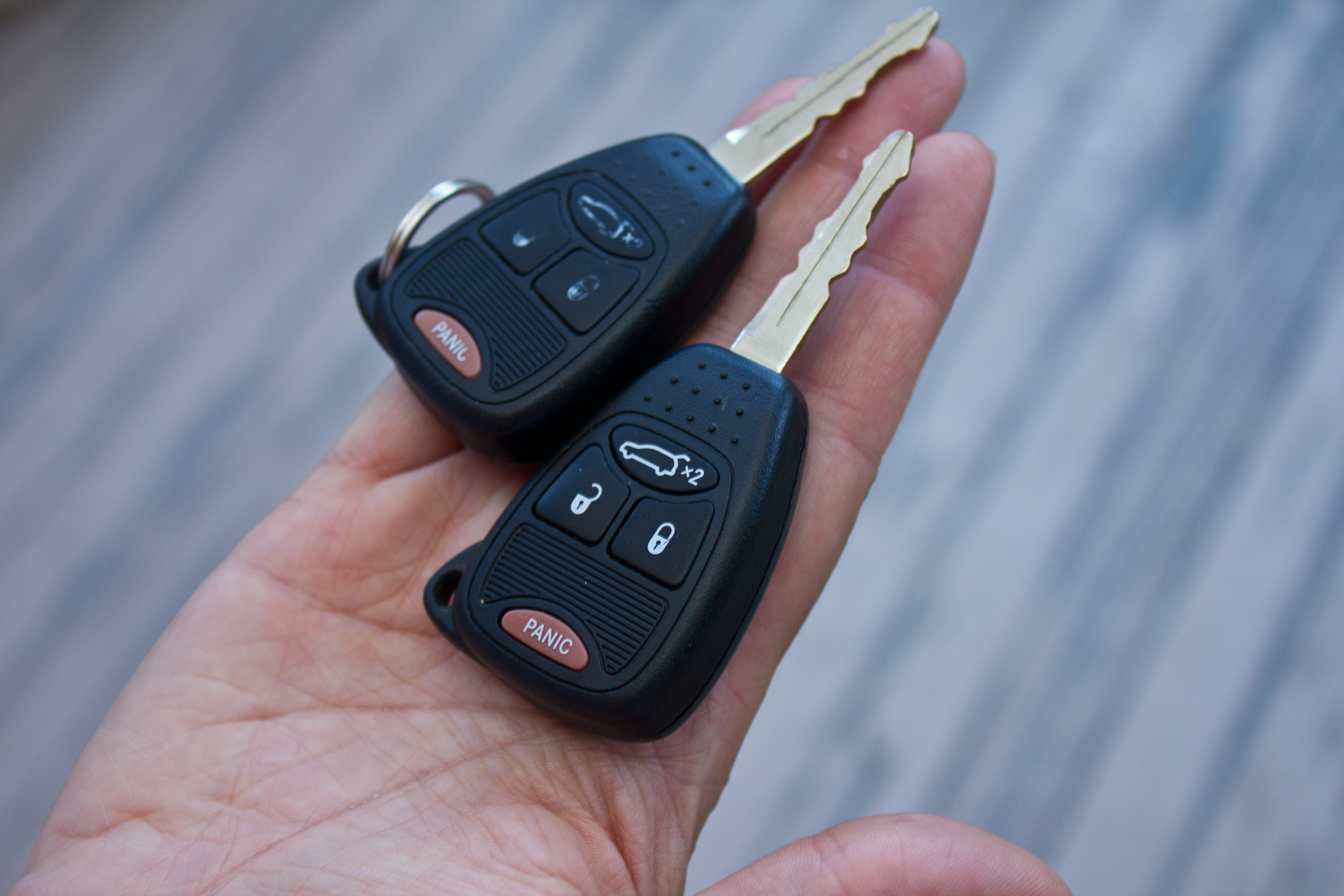 How to Program a Key Fob for a Chrysler | It Still Runs