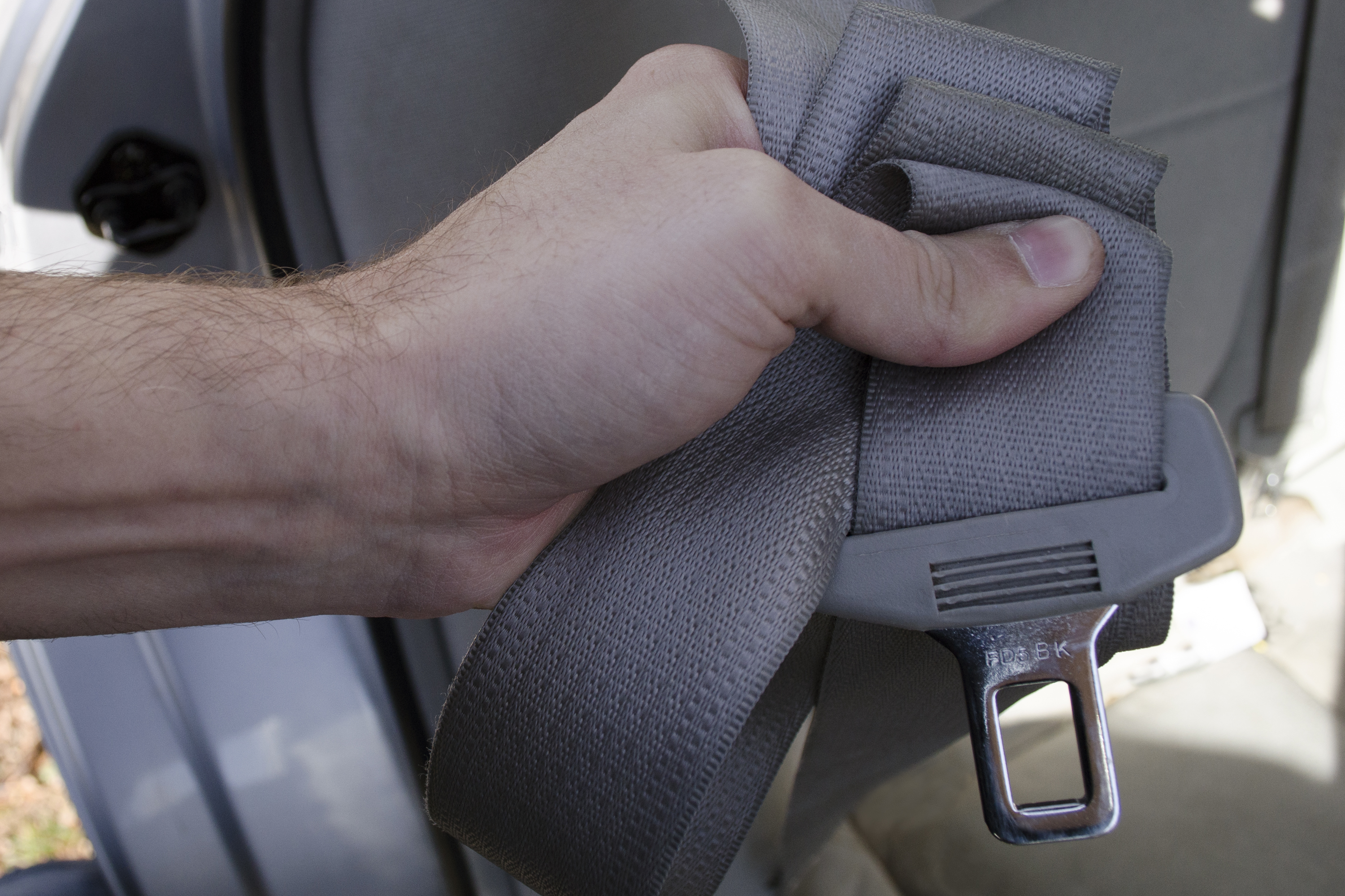 How to unlock seat belt retractor for