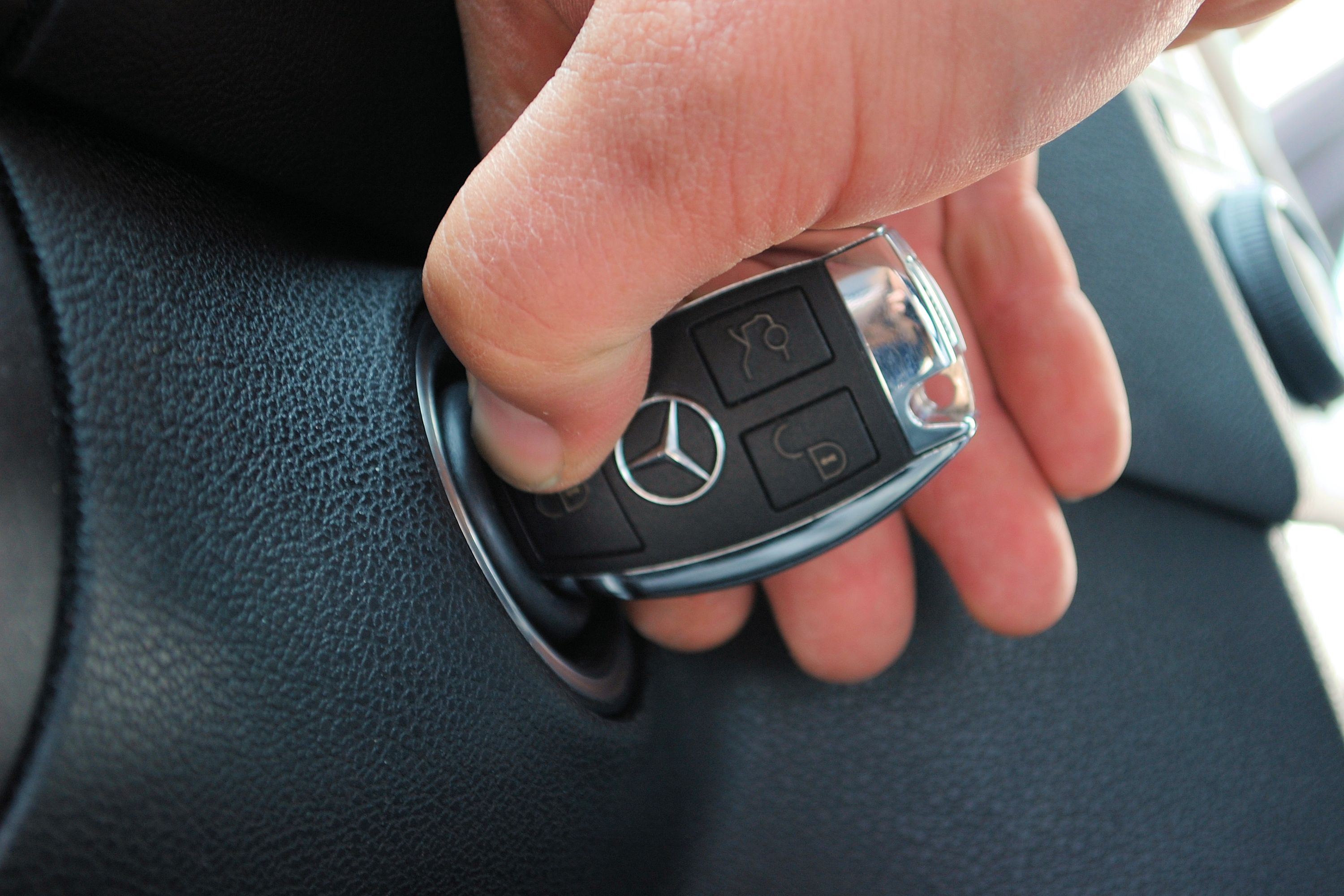 How to Reset a Mercedes Ml320 Key FOB | It Still Runs