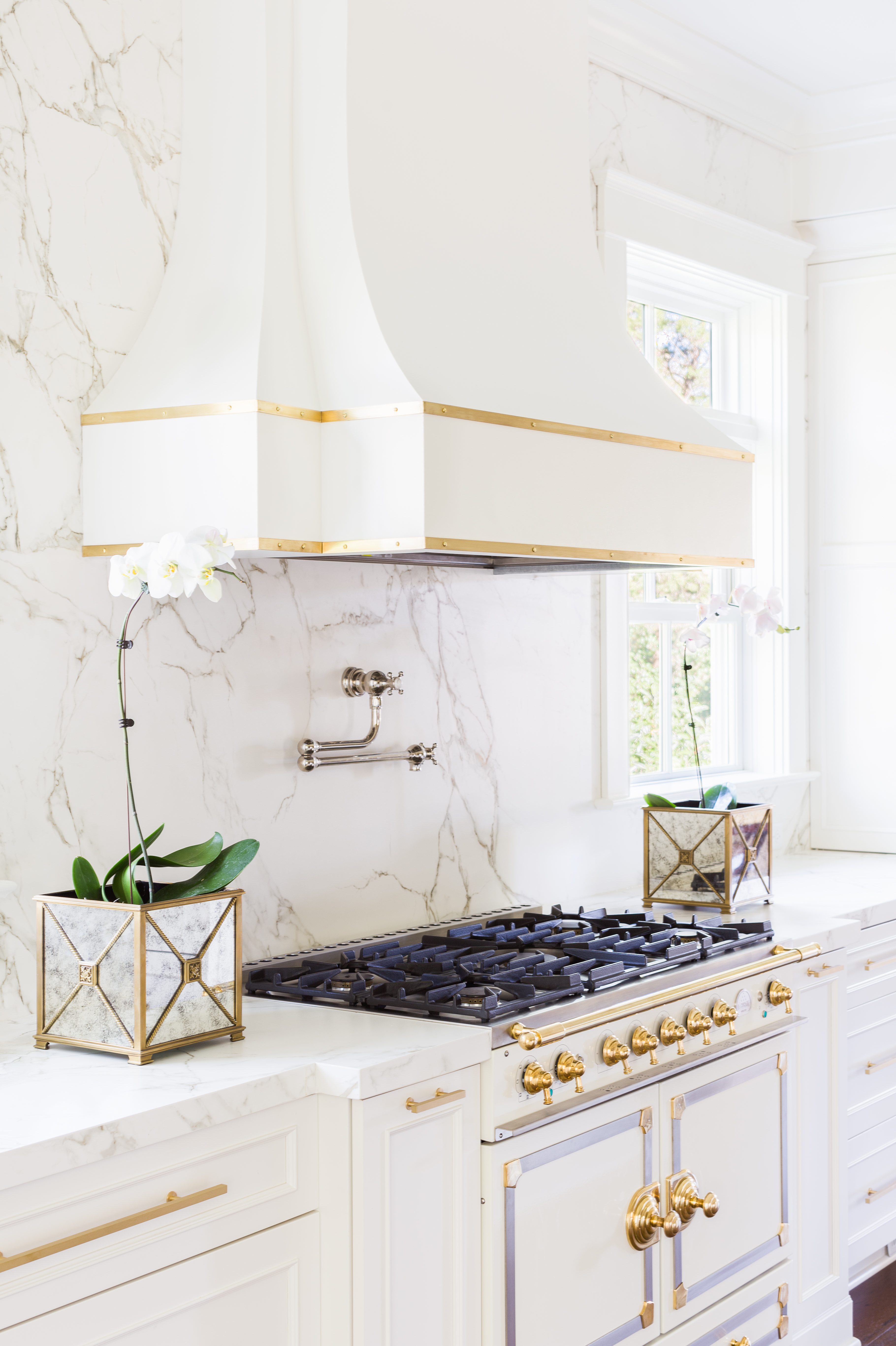 7 Tips For Decorating With White Stainless Steel Appliances Hunker