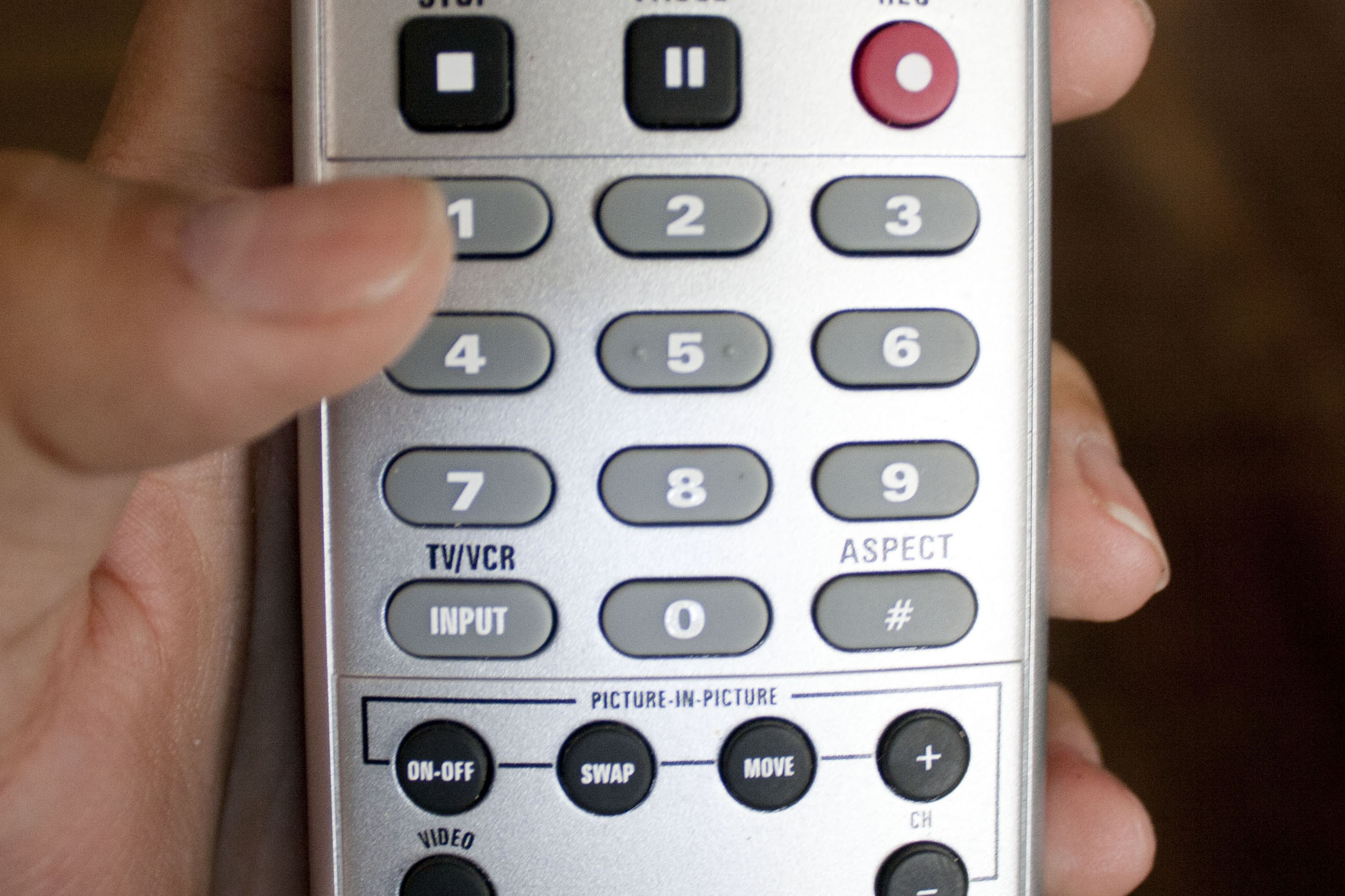 How to Connect a Remote to a TV | It Still Works