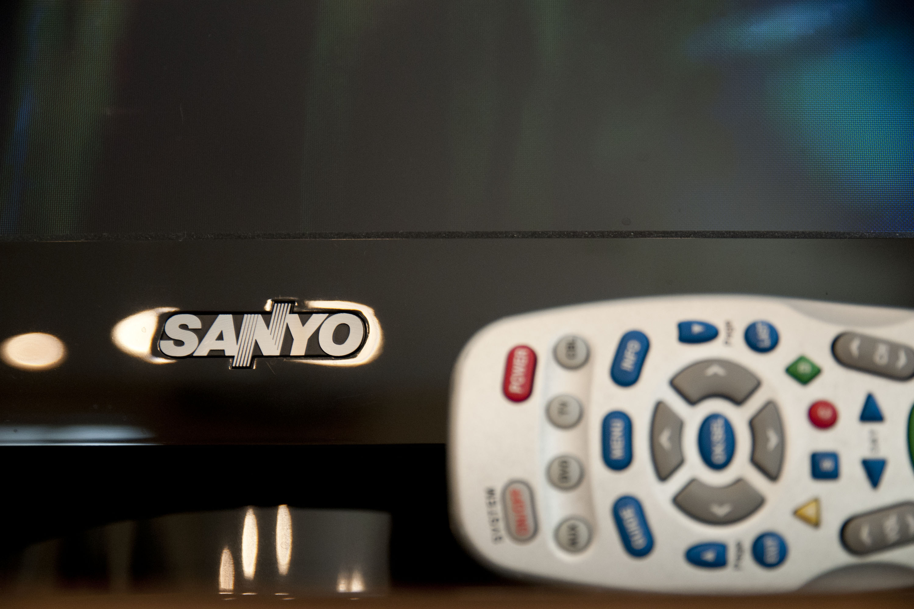 How to Program a Universal Remote to My TV | It Still Works