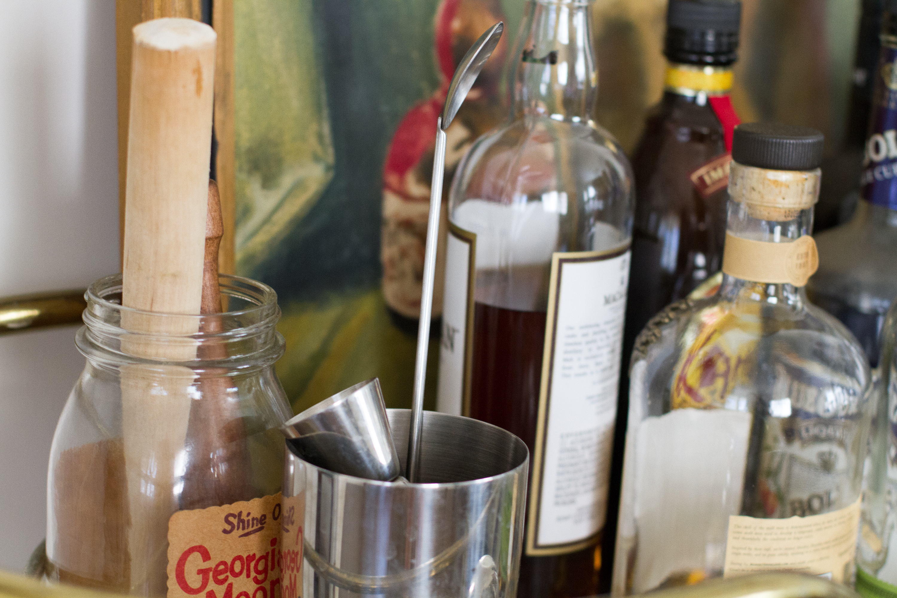 How to Organize Alcohol on Bar Shelves | LEAFtv