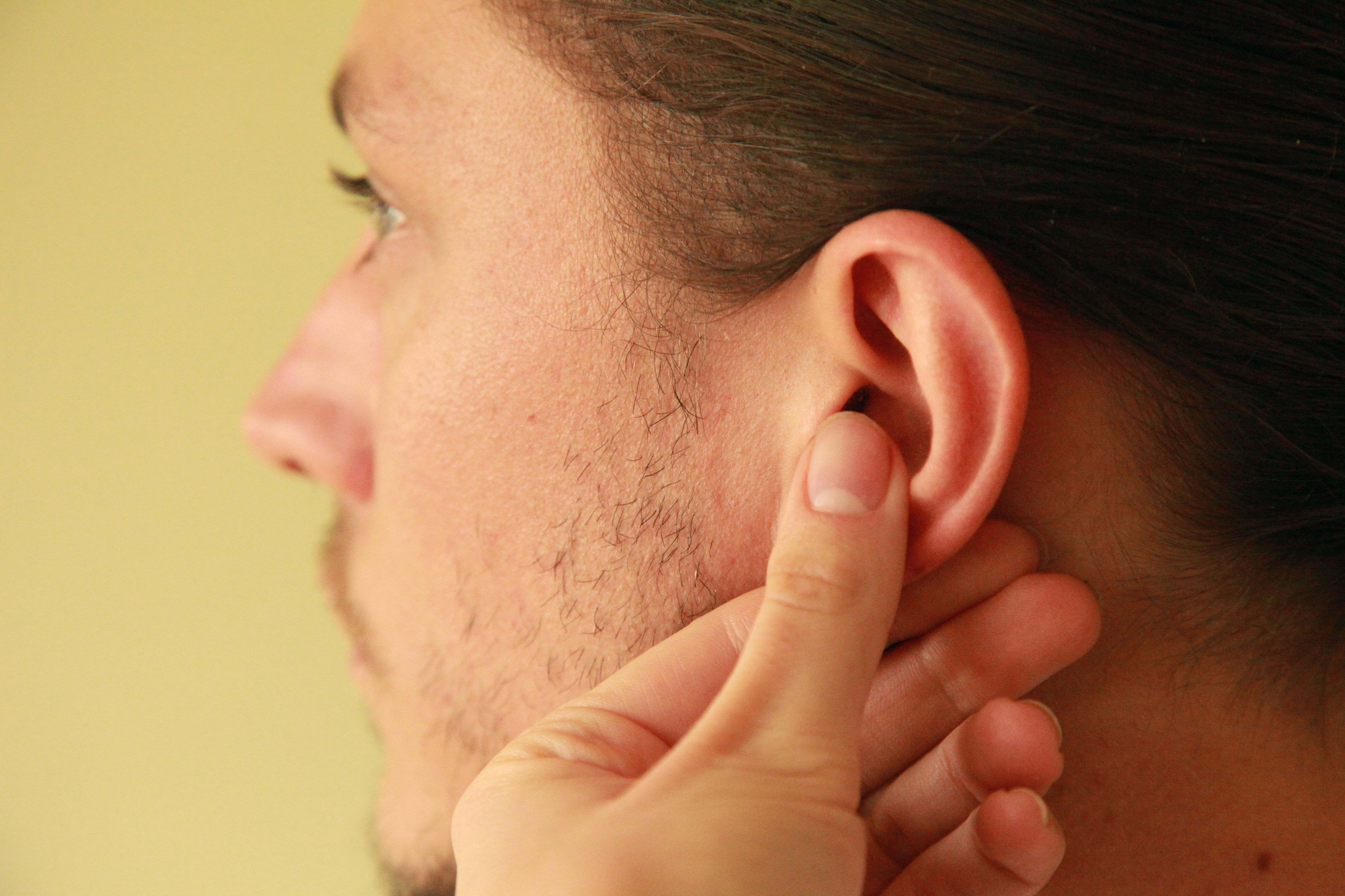 How to Massage Pressure Points in the Ears | LEAFtv