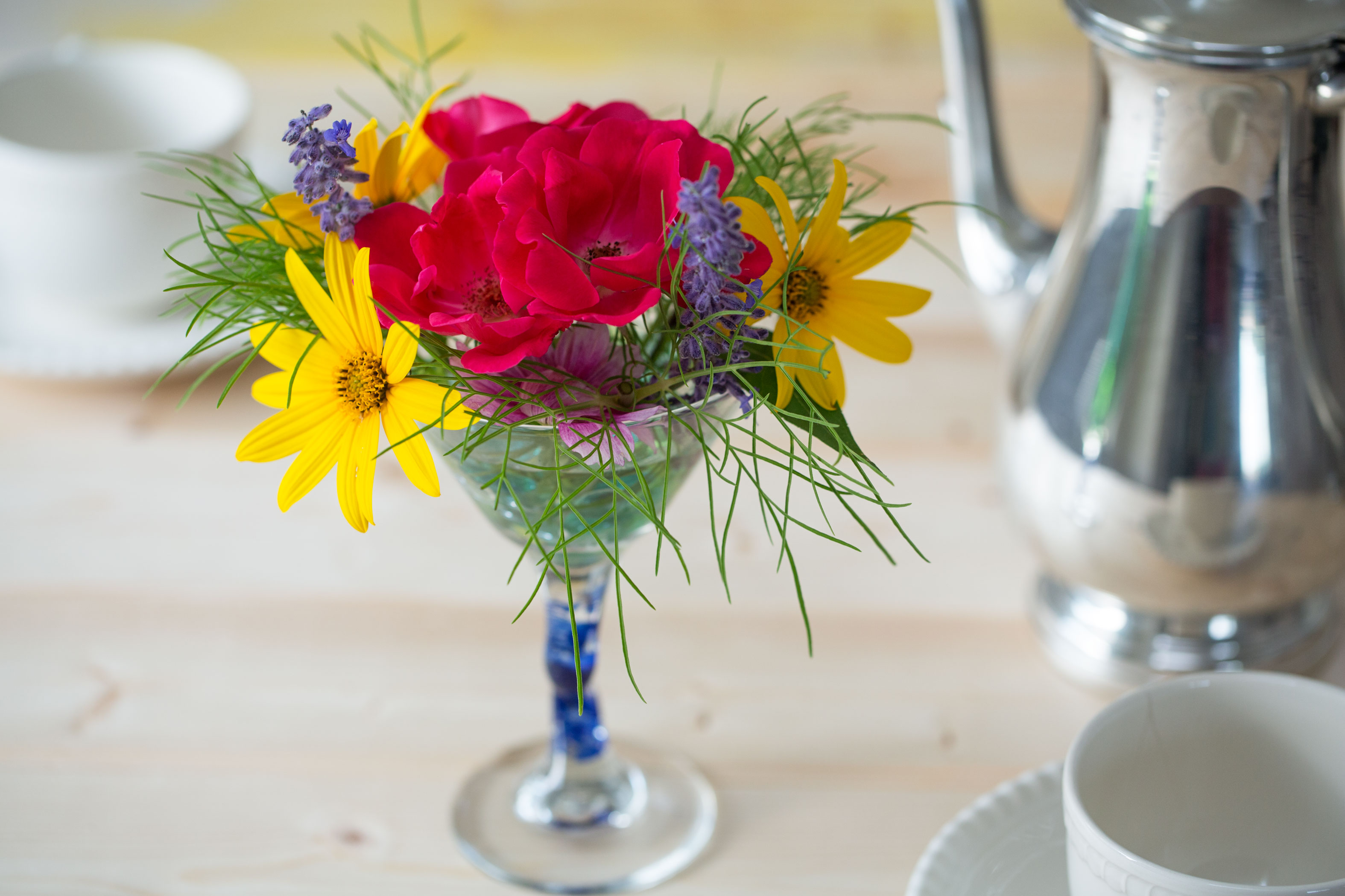 How to Make a Flower Arrangement in a Martini Glass Vase   Our ...