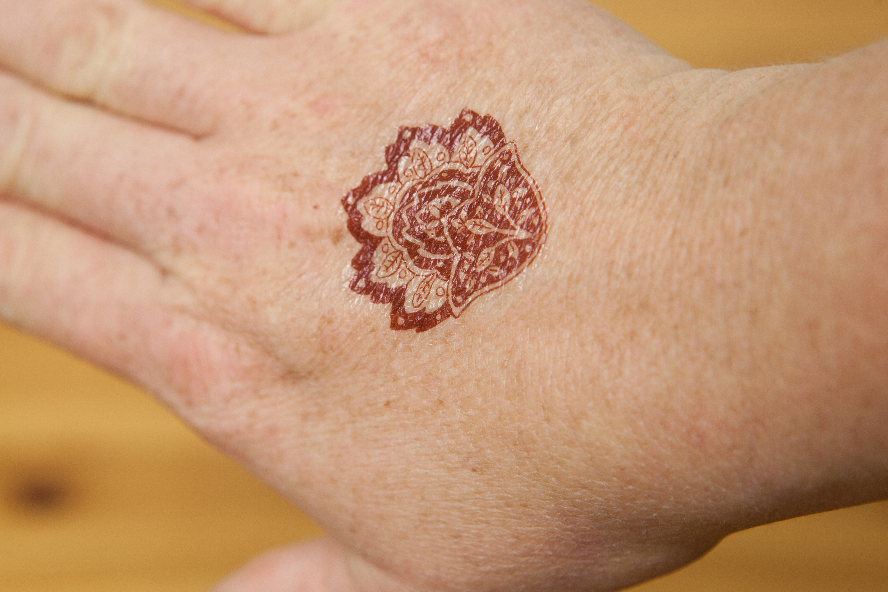 How to Remove Henna Tattoo Ink | LEAFtv