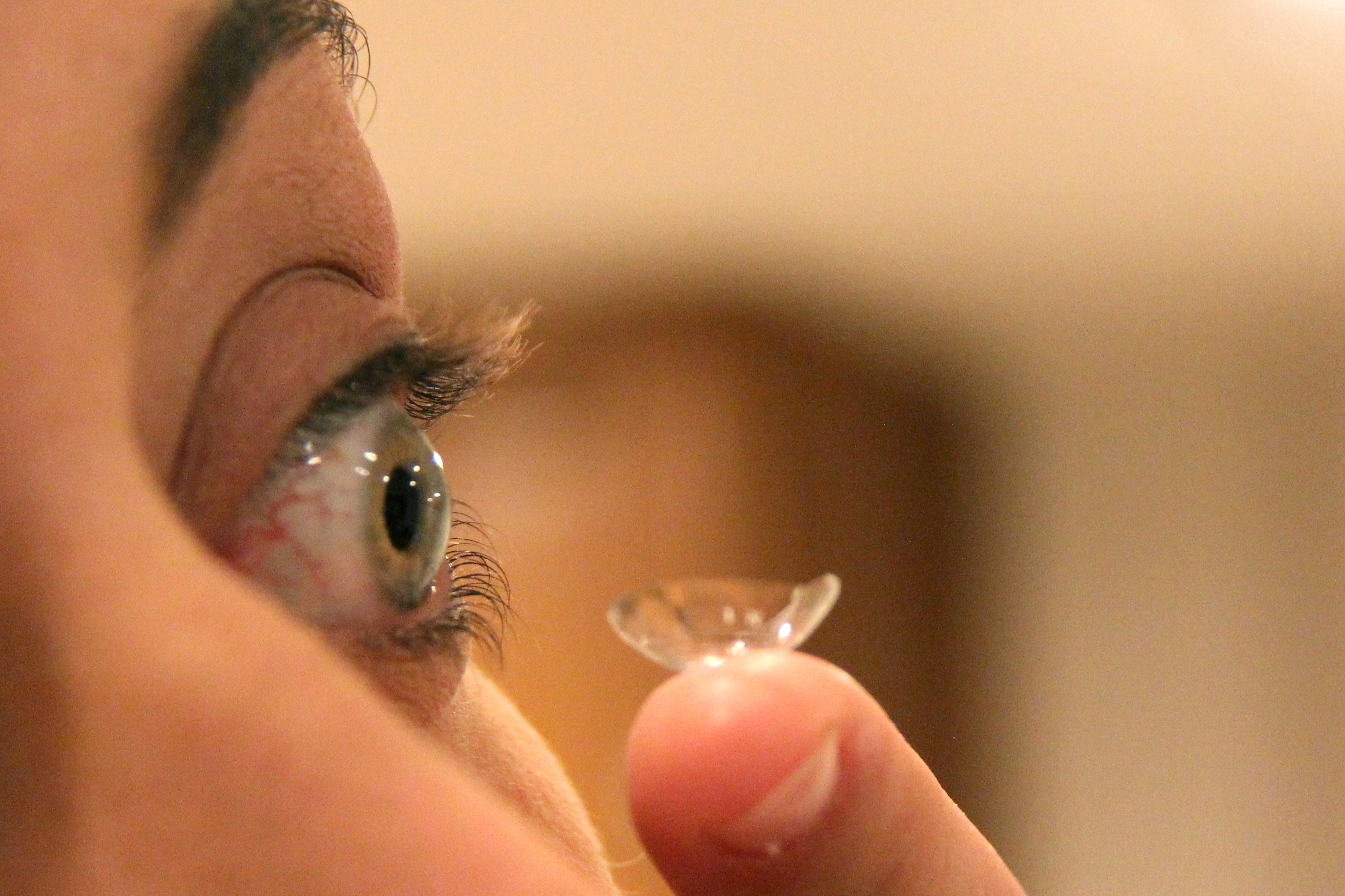 How Can I Tell If My Contact Lens Is in My Eye?
