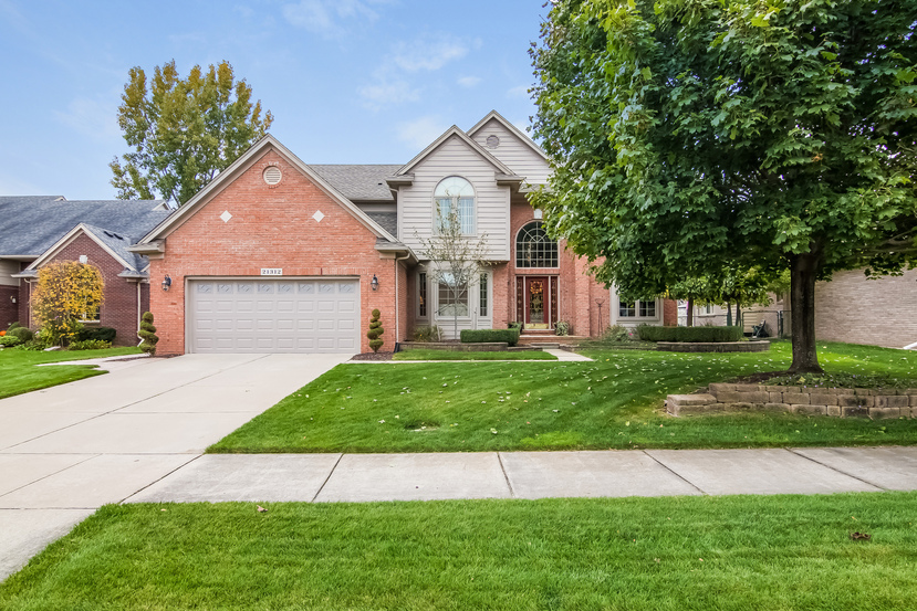 21312 clearview dr macomb mi 48044 for Clearview landscaping