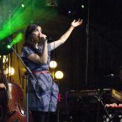 Jana Kirschner and his band.