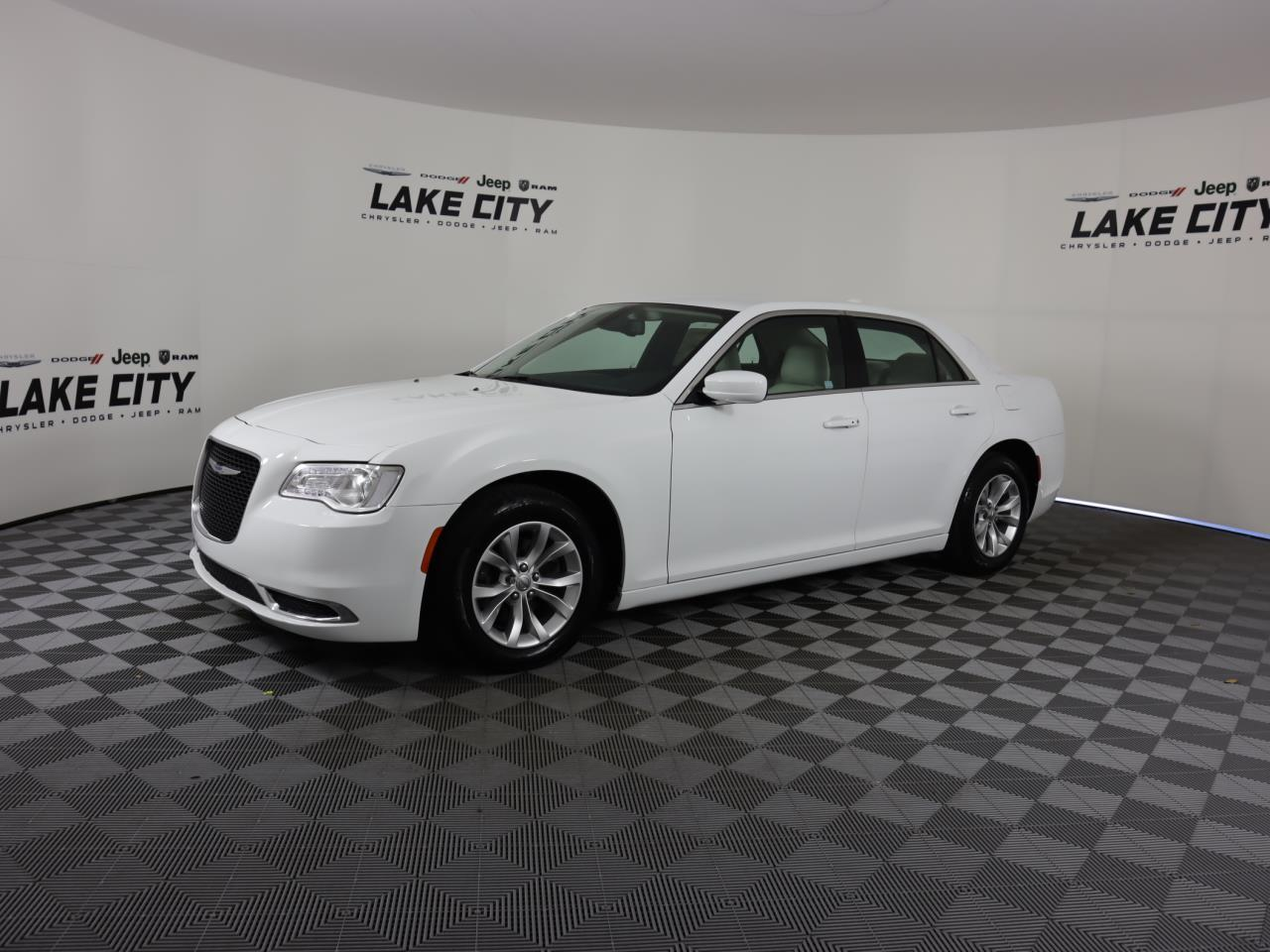 Used CHRYSLER 300 2019 MIAMI TOURING