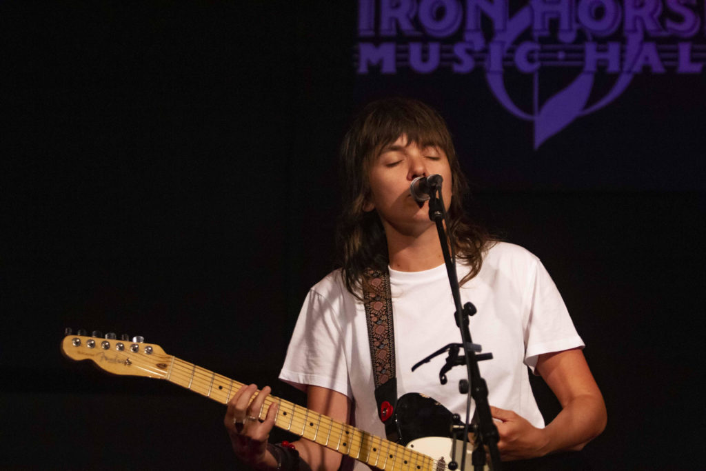 Courtney Barnett Cozies Up to Covers for Intimate Show