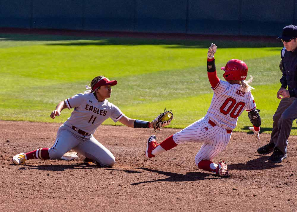 Softball Recap: Eagles Split Series With Nebraska, Lose to Iowa
