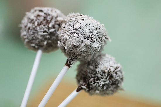 DIY Coconut Cream Cake Pops - Fotoplot - Photosets Done Right