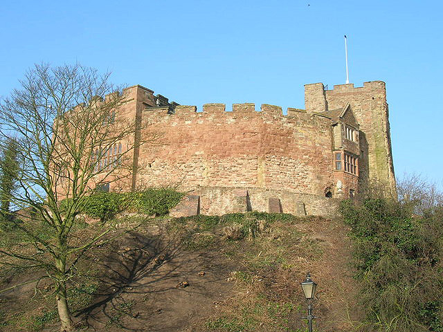 https://s3.amazonaws.com/photos.geni.com/p13/47/52/fb/11/534448592f4f8c25/tamworth_castle_343714_original.jpg