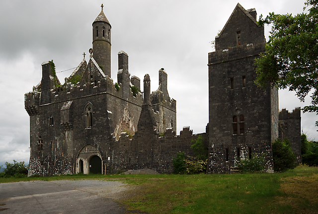 https://s3.amazonaws.com/photos.geni.com/p13/48/4f/cd/ad/5344483eac191d9f/dromore_castle_original.jpg