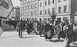 //s3.amazonaws.com/photos.geni.com/p13/75/5e/83/bf/53444840ed4cd99d/krakow_ghetto_deportation_original.jpg