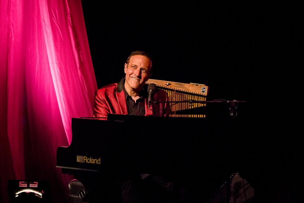 Jim Brickman: A Joyful Christmas - InstantEncore