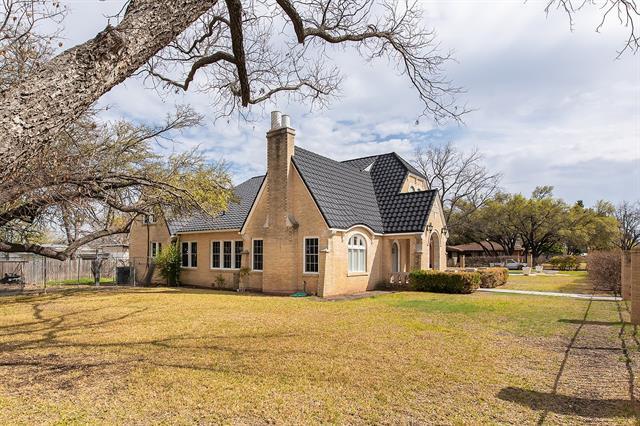 1411 S Pine Street, Brady, TX 76825