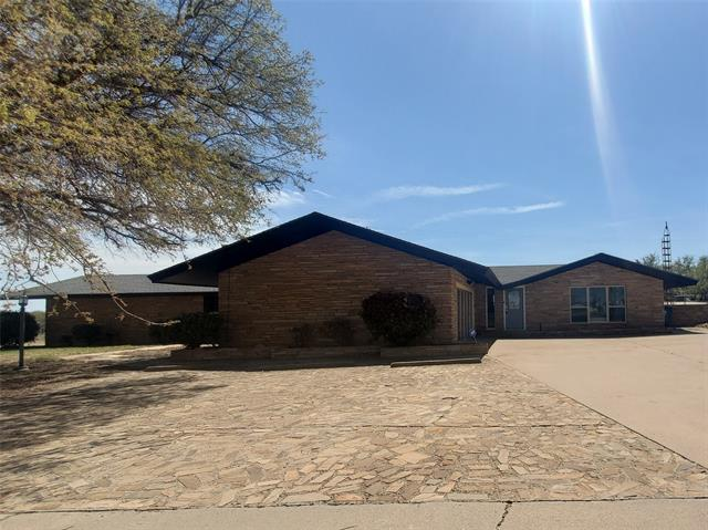 1908 Country Club Drive, Sweetwater, TX 79556