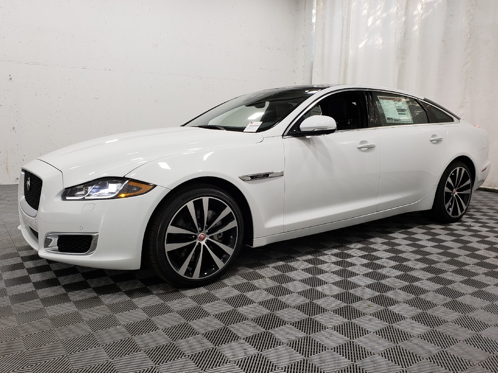 New 2019 Jaguar Xj For Sale At Plaza Jaguar St Louis Vin