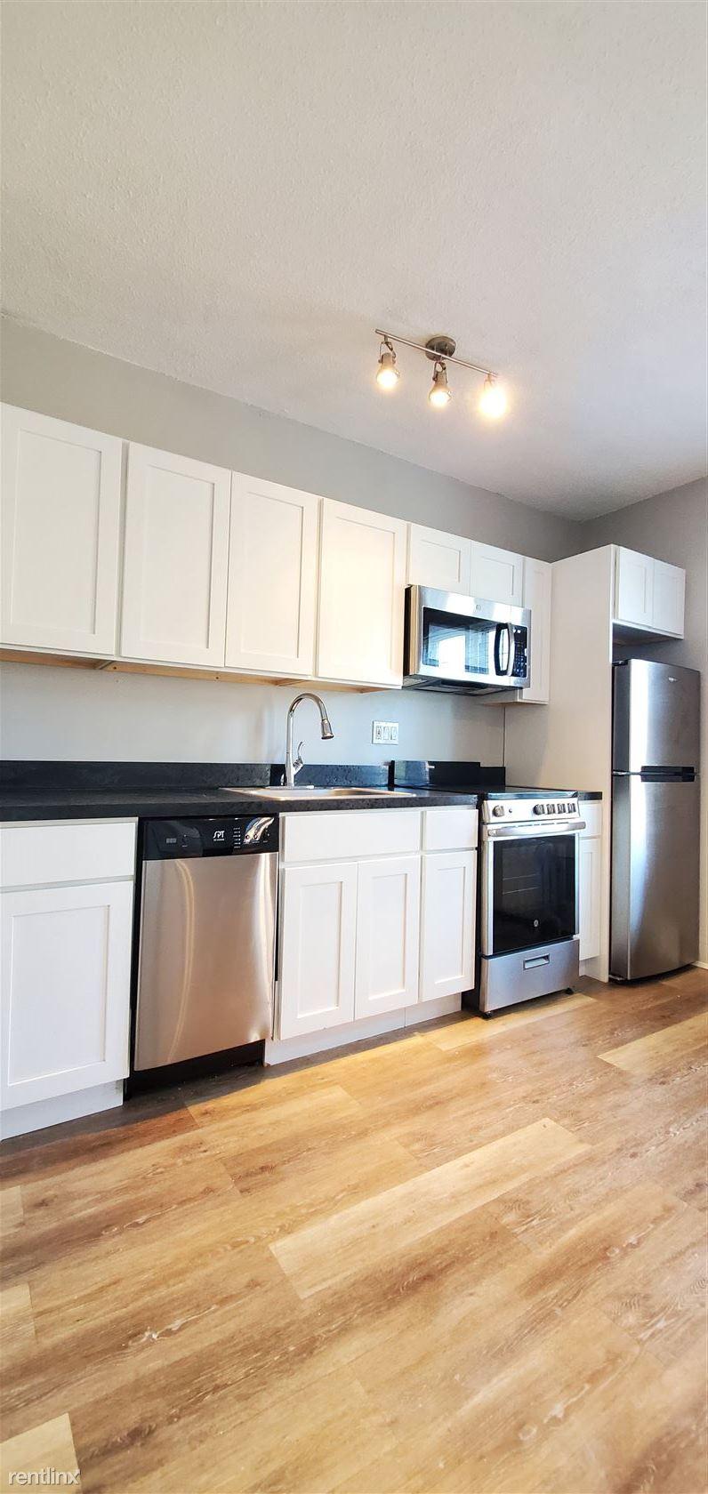 843 Farmington Ave, West Hartford, CT - $1,295