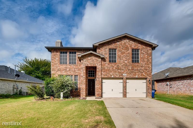 3305 Poseidon Drive, Corinth, TX - $2,495