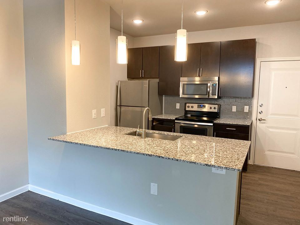 Vance Jackson Rd and UTSA Blvd, San Antonio, TX - $885