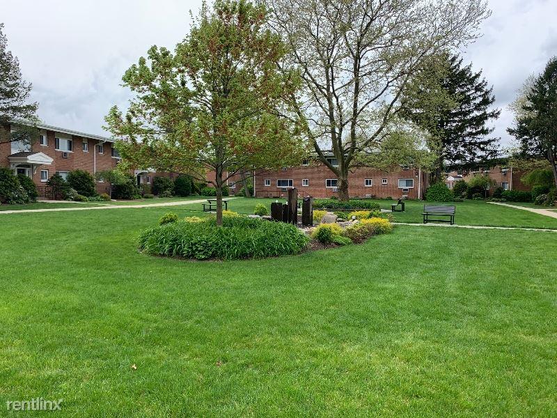 16 Wildwood Gardens E2, Port Washington, NY - $1,970