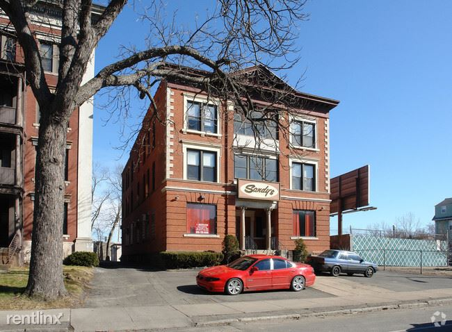 600 Wethersfield Ave - 900USD / month