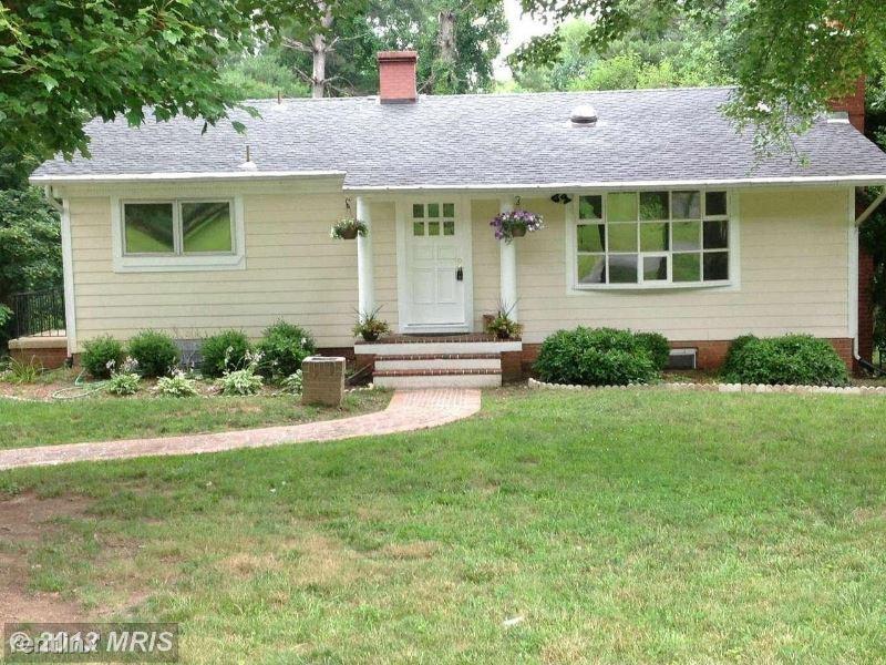 731 Miller Ave, Great Falls, VA - $2,850