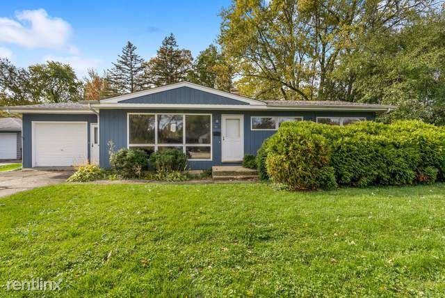 16411 West Des Plaines Drive, Libertyville, IL - $2,330