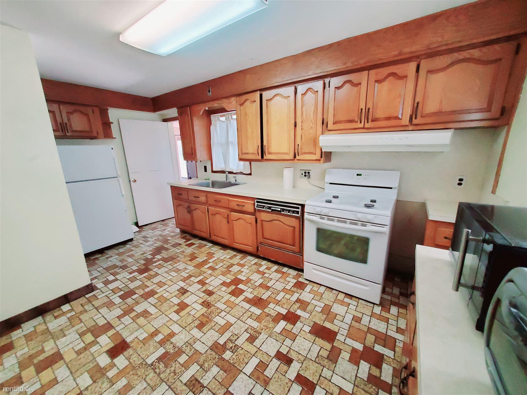 Avery St, Stamford, CT - $1,850