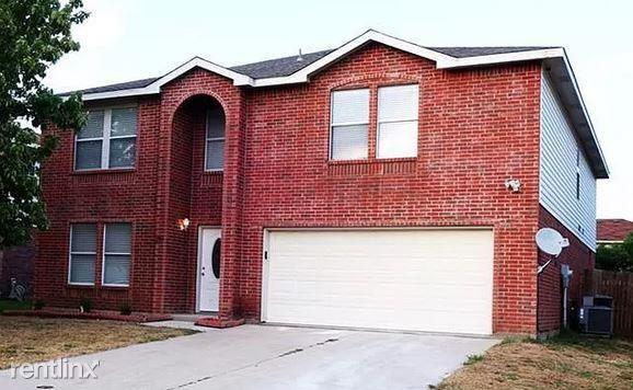2956 Volturno Dr, Grand Prairie, TX - $2,395