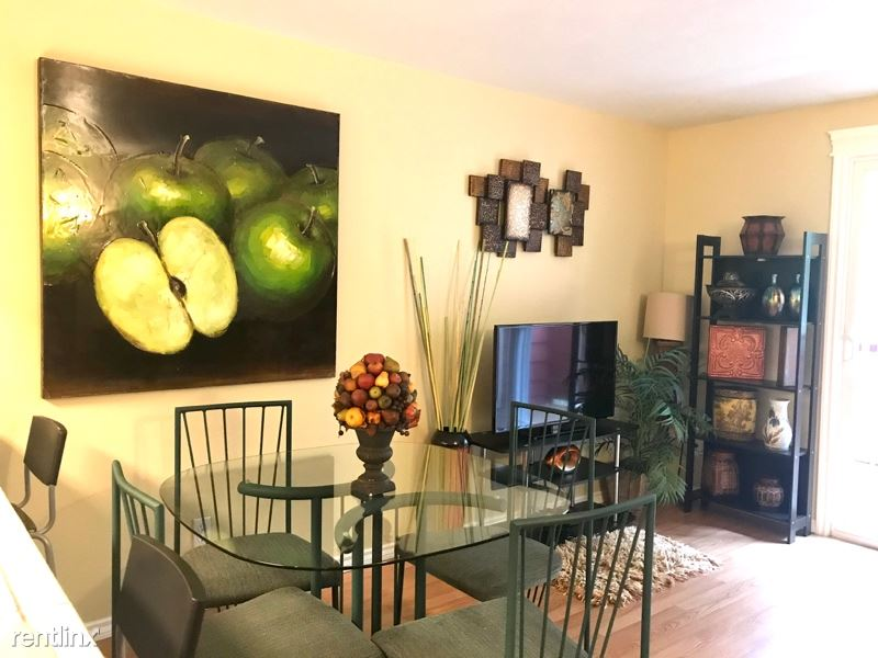 29700 SW Courtside Dr, Wilsonville, OR - $1,550